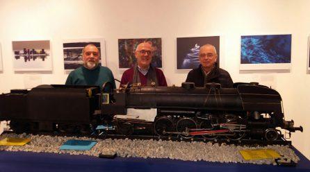 La locomotora a vapor ha recorrido todas las estaciones