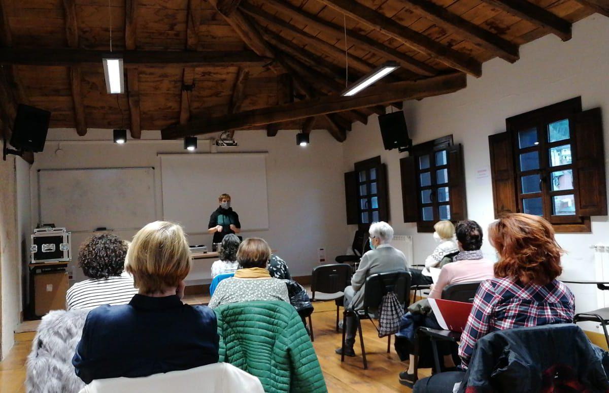 La segunda conferencia sobre mujeres y hierbas curativas también ha contado con numeroso público